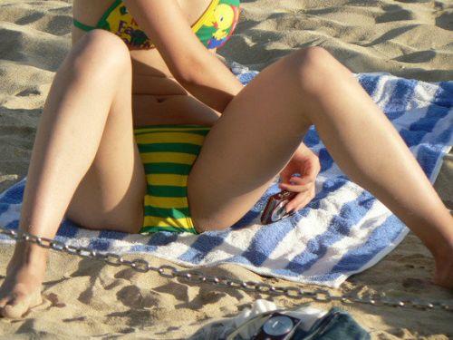おっぱいとマンスジがエロ過ぎるビーチの盗撮画像 41枚 No.36