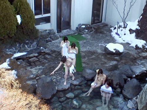 露天風呂があったら女湯を覗き見しちゃう盗撮エロ画像 38枚 No.11