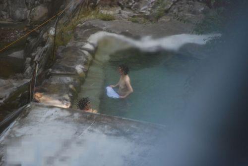 露天風呂があったら女湯を覗き見しちゃう盗撮エロ画像 38枚 No.25