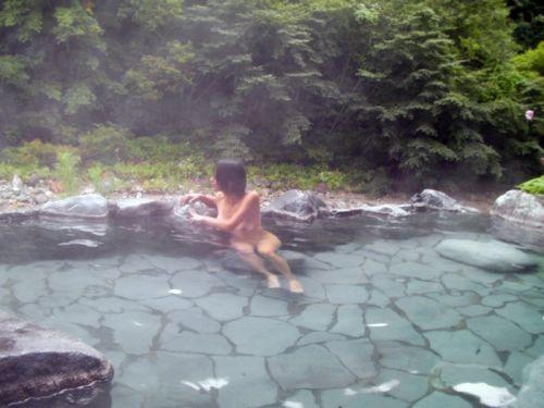 露天風呂があったら女湯を覗き見しちゃう盗撮エロ画像 38枚 No.38