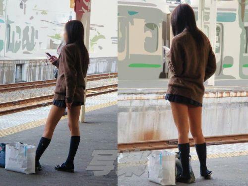 電車の中でJKの美脚太ももやパンチラをじっくり盗撮エロ画像 37枚 No.9