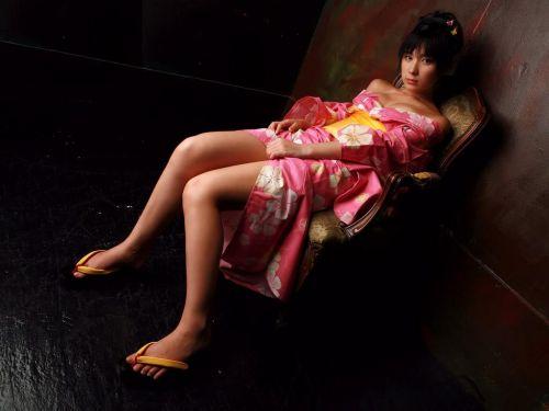 浴衣姿で妖艶にパンツや太ももを見せつけてくるエロ画像 35枚 No.14