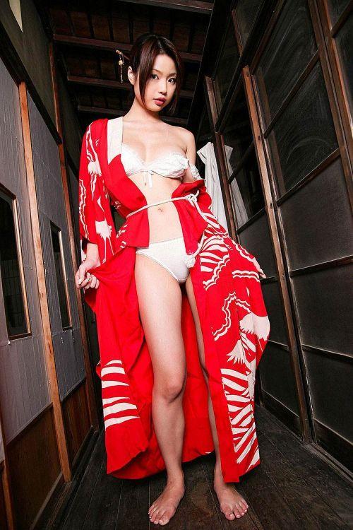 浴衣姿で妖艶にパンツや太ももを見せつけてくるエロ画像 35枚 No.30