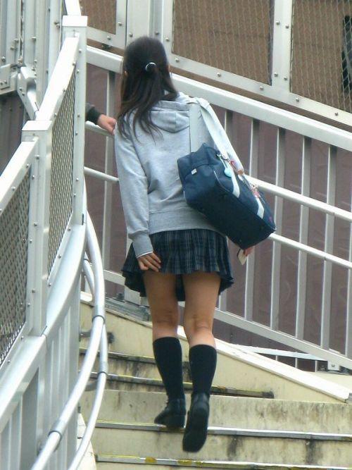 【エロ画像】ミニスカJKって斜め下からパンチラ盗撮簡単過ぎwww 40枚 part.13 No.11