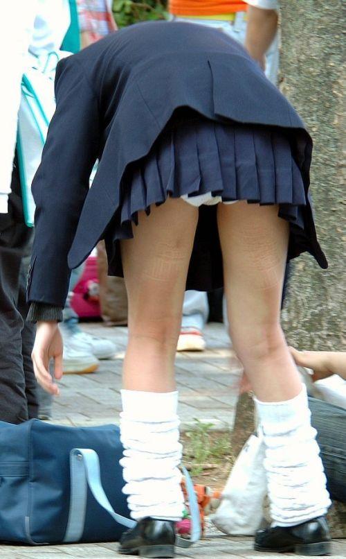 【エロ画像】ミニスカJKって斜め下からパンチラ盗撮簡単過ぎwww 40枚 part.13 No.12