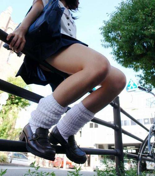 【エロ画像】ミニスカJKって斜め下からパンチラ盗撮簡単過ぎwww 40枚 part.13 No.16