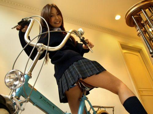 【盗撮画像】ミニスカJKが自転車乗って太ももやパンチラ見せてくる件! 38枚 part.2 No.1