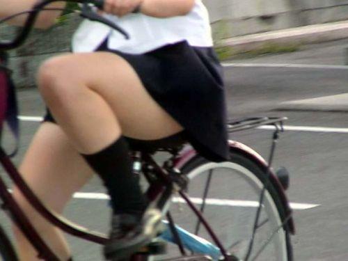 【盗撮画像】ミニスカJKが自転車乗って太ももやパンチラ見せてくる件! 38枚 part.2 No.3