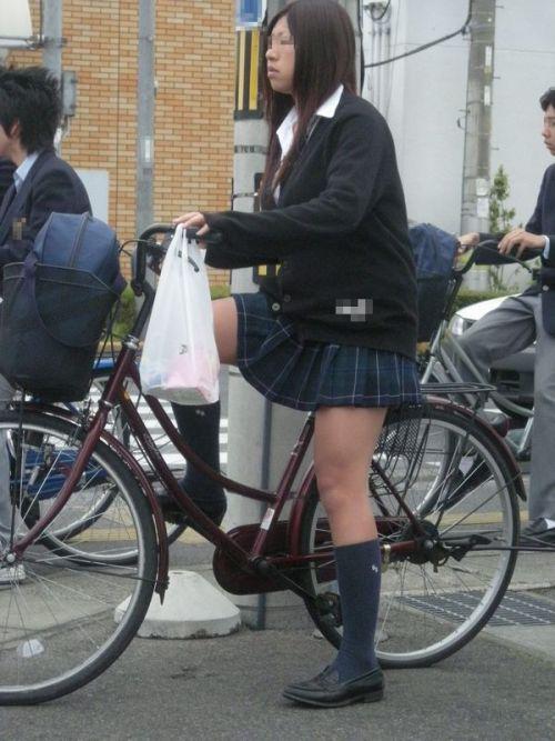 【盗撮画像】ミニスカJKが自転車乗って太ももやパンチラ見せてくる件! 38枚 part.2 No.8