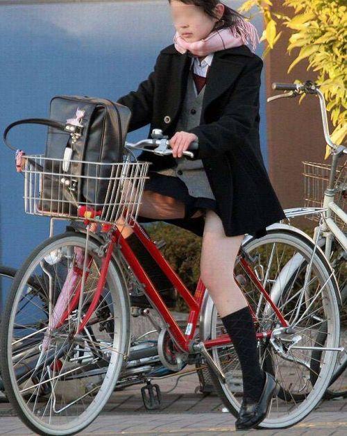 【盗撮画像】ミニスカJKが自転車乗って太ももやパンチラ見せてくる件! 38枚 part.2 No.10