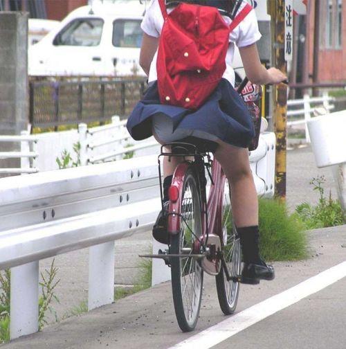 【盗撮画像】ミニスカJKが自転車乗って太ももやパンチラ見せてくる件! 38枚 part.2 No.11