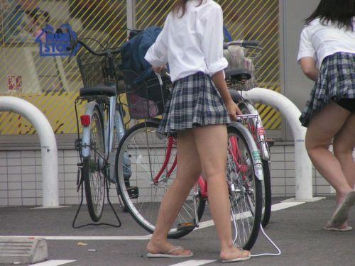 【盗撮画像】ミニスカJKが自転車乗って太ももやパンチラ見せてくる件! 38枚 part.2 No.12