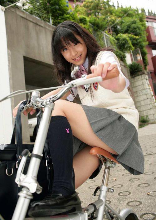 【盗撮画像】ミニスカJKが自転車乗って太ももやパンチラ見せてくる件! 38枚 part.2 No.14