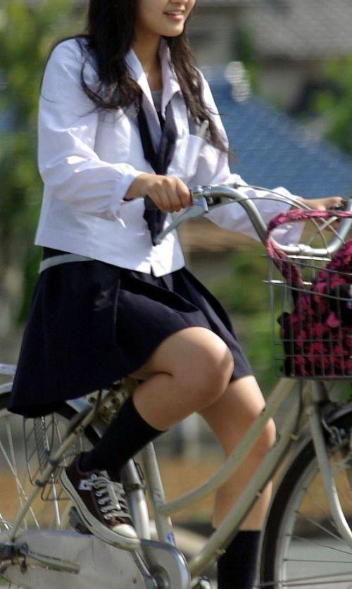 【盗撮画像】ミニスカJKが自転車乗って太ももやパンチラ見せてくる件! 38枚 part.2 No.16
