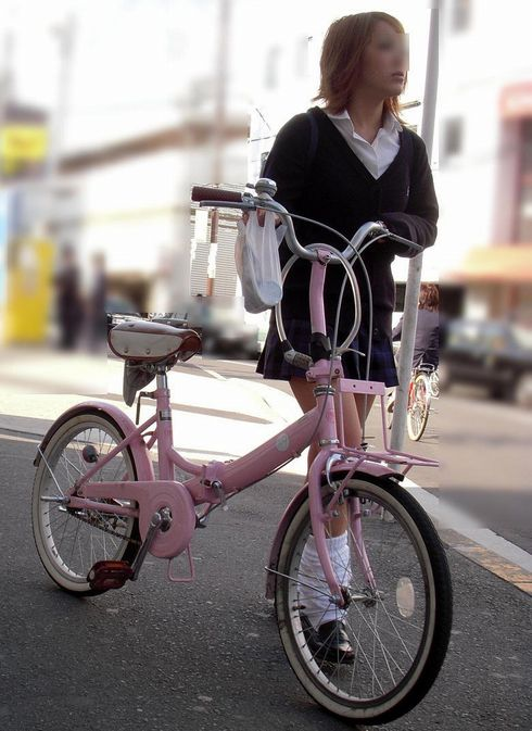 【盗撮画像】ミニスカJKが自転車乗って太ももやパンチラ見せてくる件! 38枚 part.2 No.17