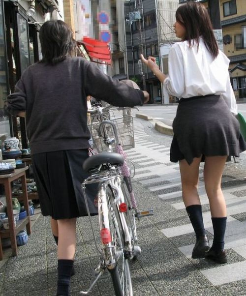 【盗撮画像】ミニスカJKが自転車乗って太ももやパンチラ見せてくる件! 38枚 part.2 No.23
