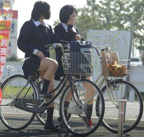 【盗撮画像】ミニスカJKが自転車乗って太ももやパンチラ見せてくる件! 38枚 part.2 No.24