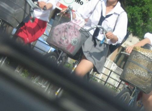【盗撮画像】ミニスカJKが自転車乗って太ももやパンチラ見せてくる件! 38枚 part.2 No.25