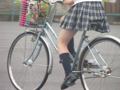 【盗撮画像】ミニスカJKが自転車乗って太ももやパンチラ見せてくる件! 38枚 part.2 No.27