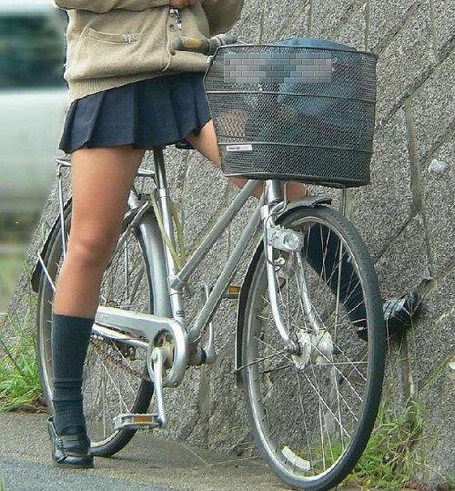 【盗撮画像】ミニスカJKが自転車乗って太ももやパンチラ見せてくる件! 38枚 part.2 No.28