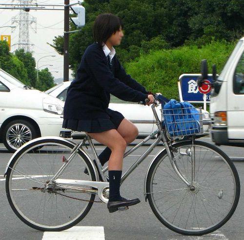 【盗撮画像】ミニスカJKが自転車乗って太ももやパンチラ見せてくる件! 38枚 part.2 No.30
