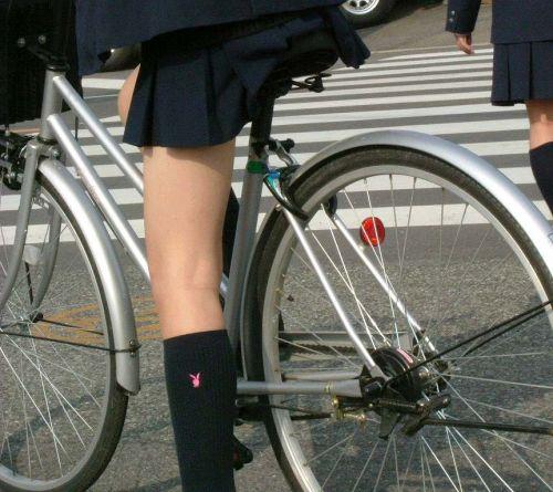 【盗撮画像】ミニスカJKが自転車乗って太ももやパンチラ見せてくる件! 38枚 part.2 No.32