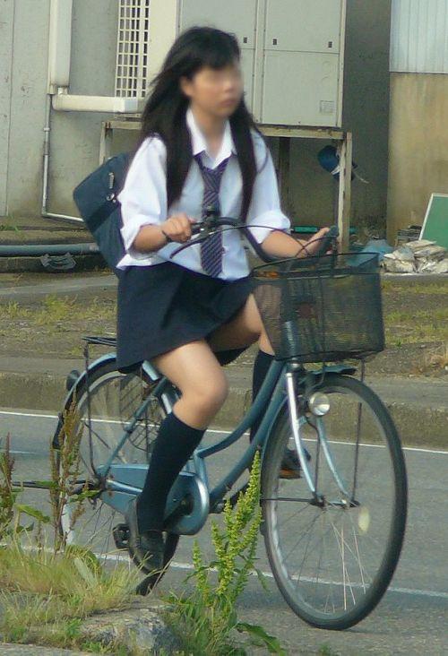 【盗撮画像】ミニスカJKが自転車乗って太ももやパンチラ見せてくる件! 38枚 part.2 No.33