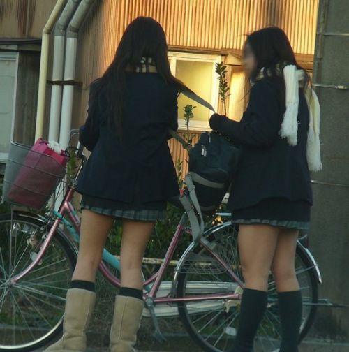 【盗撮画像】ミニスカJKが自転車乗って太ももやパンチラ見せてくる件! 38枚 part.2 No.37