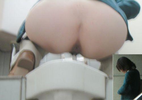 和式トイレで聖水を垂れ流す素人女性がエロ過ぎシコったwww No.4