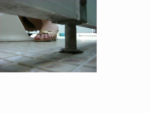 和式トイレで聖水を垂れ流す素人女性がエロ過ぎシコったwww No.37