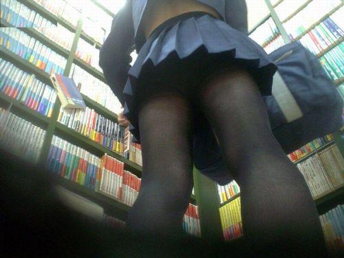 【エロ画像】ミニスカJKって斜め下からパンチラ盗撮簡単過ぎwww 40枚 part.14 No.12