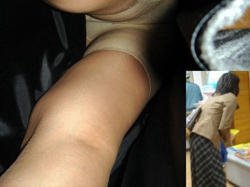 【画像】エロイ盛りのOLさんを熟女多めで逆さ撮りで盗撮した結果www 40枚 No.2