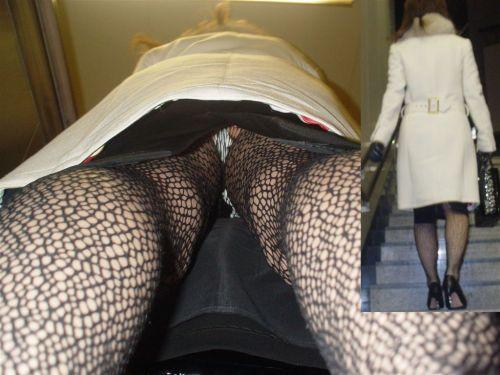 【画像】エロイ盛りのOLさんを熟女多めで逆さ撮りで盗撮した結果www 40枚 No.40
