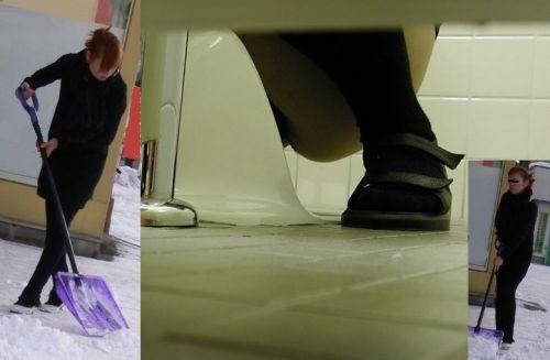 【盗撮画像】和式トイレの下からまんこを撮った結果 35枚 No.9