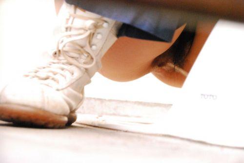 【盗撮画像】和式トイレの下からまんこを撮った結果 35枚 No.21