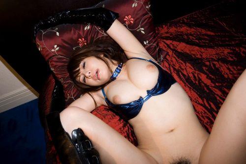 【着ハメ画像】下着や衣類を着けたままの正常位セックスエロ過ぎwww 38枚 No.36