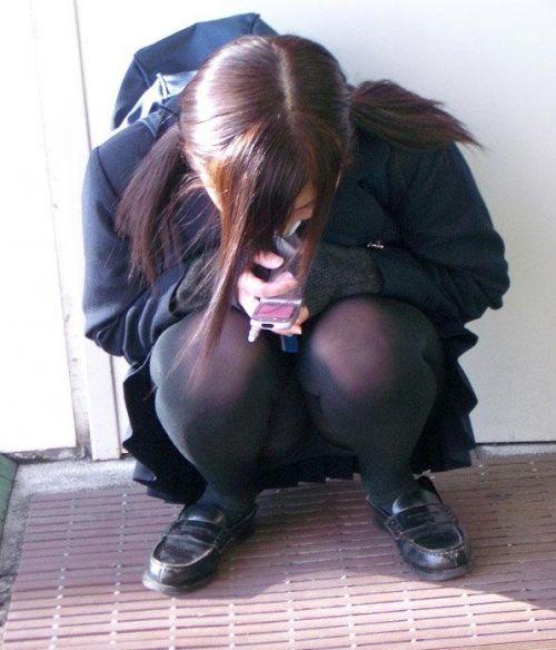 地面にお座りしてる純粋そうな素人JKのパンチラで勃起しちゃおうぜwww 40枚 No.39