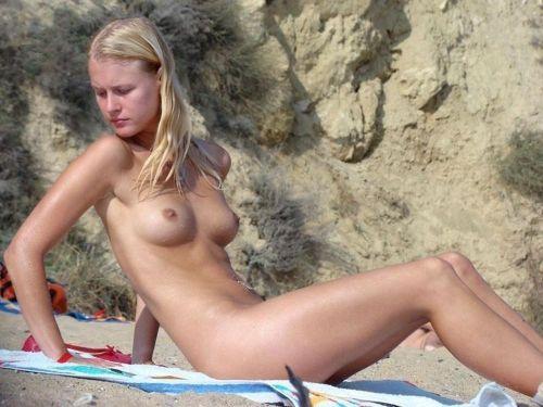 【画像】フリーダムエロなヌーディストビーチの全裸外国人が凄いw No.20