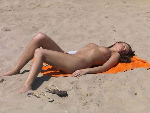 【画像】フリーダムエロなヌーディストビーチの全裸外国人が凄いw No.38