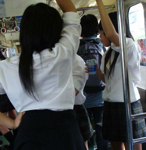 【盗撮画像】電車でパンチラしてるJKの股間と日焼けした太ももエロ過ぎwww No.4