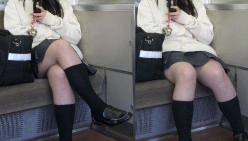 【盗撮画像】電車でパンチラしてるJKの股間と日焼けした太ももエロ過ぎwww No.25