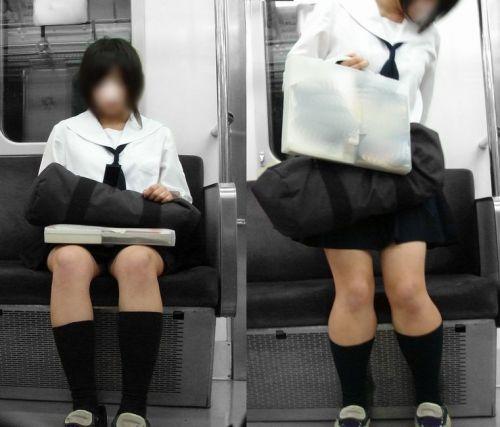 【盗撮画像】電車でパンチラしてるJKの股間と日焼けした太ももエロ過ぎwww No.26