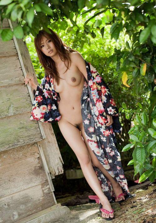 【画像】浴衣を着たお姉さんが股間を見せつけてくるのがエロ過ぎwww 32枚 No.5