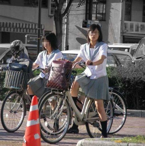 JKのオマタが自転車のサドルに乗っかってる画像でエロく妄想しようぜwww No.2