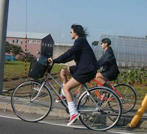 JKのオマタが自転車のサドルに乗っかってる画像でエロく妄想しようぜwww No.6