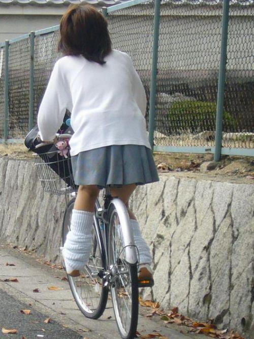 JKのオマタが自転車のサドルに乗っかってる画像でエロく妄想しようぜwww No.8