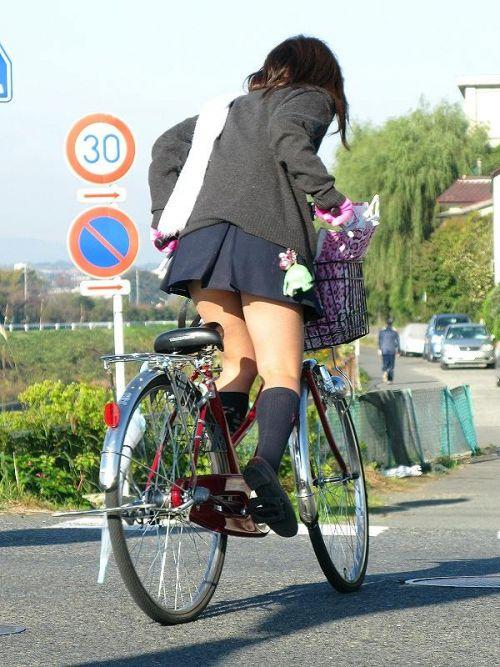 JKのオマタが自転車のサドルに乗っかってる画像でエロく妄想しようぜwww No.9