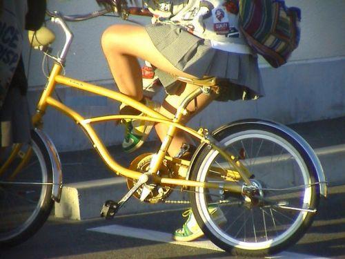 JKのオマタが自転車のサドルに乗っかってる画像でエロく妄想しようぜwww No.12
