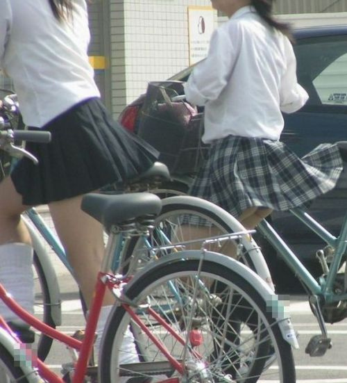 JKのオマタが自転車のサドルに乗っかってる画像でエロく妄想しようぜwww No.13