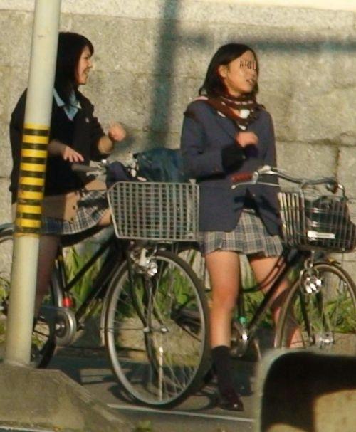 JKのオマタが自転車のサドルに乗っかってる画像でエロく妄想しようぜwww No.17